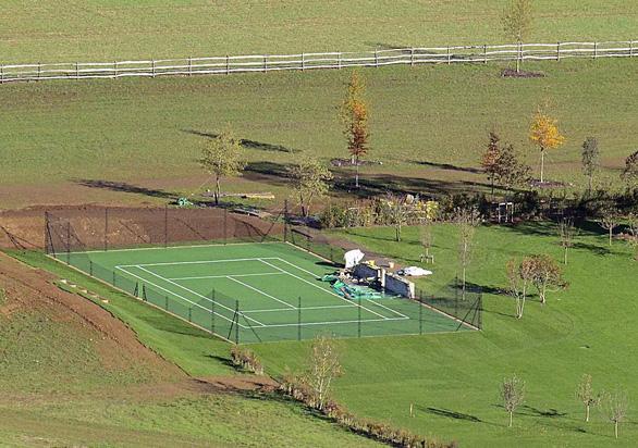 Quý tử Romeo được đầu tư thành Beckham quần vợt - Ảnh 2.