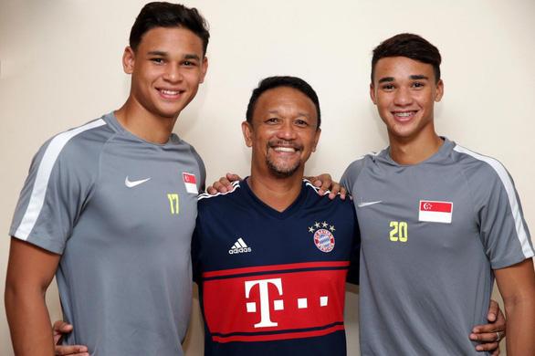 Ba cha con cùng chinh chiến ở AFF Cup 2018 - Ảnh 1.