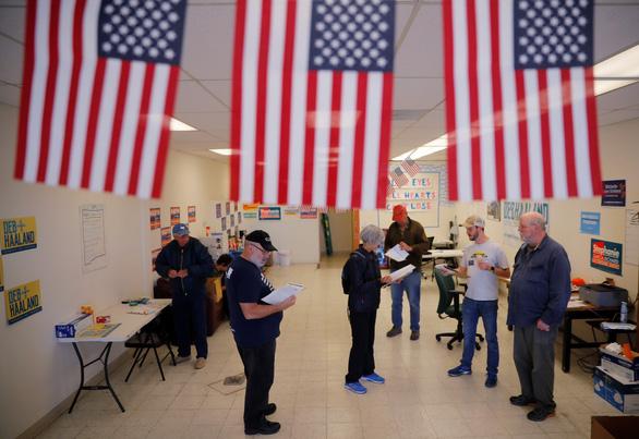 Tình báo Mỹ tự tin không ai tấn công được cơ sở hạ tầng bầu cử - Ảnh 1.