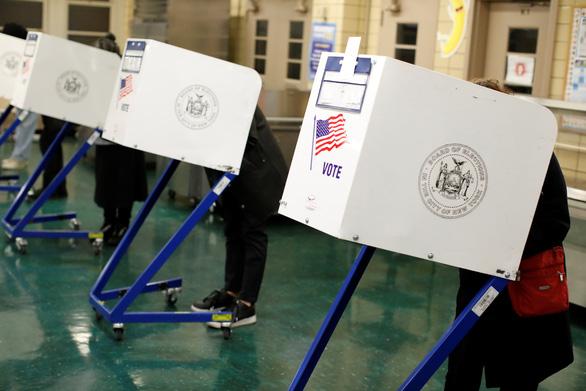 Người Mỹ ở Việt Nam nói gì về bầu cử giữa kỳ? - Ảnh 1.