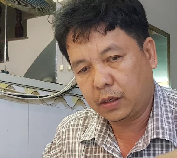 Sau khi nghe UBND TP Cần Thơ thống nhất miễn phạt và trả lại tài sản, ông Lê Hồng Lực rất vui. (Ảnh qua Tuổi Trẻ)