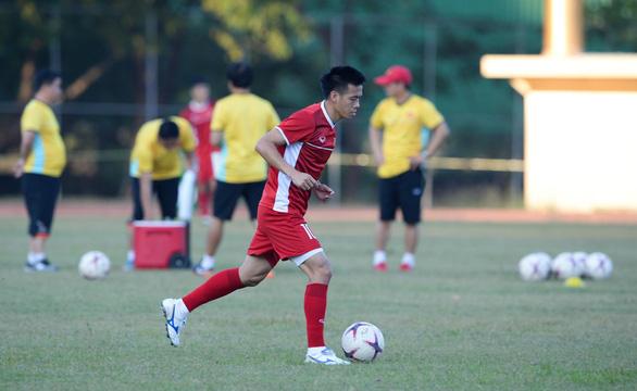 Văn Quyết: Tuyển VN không có áp lực trước AFF Cup 2018 - Ảnh 1.