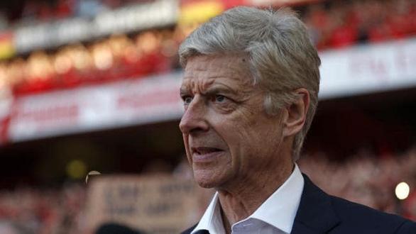 HLV Wenger sắp cập bến AC Milan - Ảnh 1.