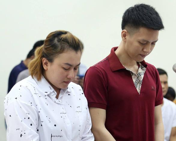 Cha ruột bạo hành con trai dã man ở Hà Nội rút kháng cáo - Ảnh 1.