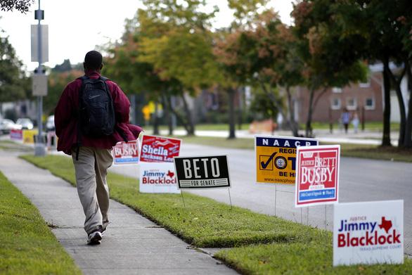 Bầu cử giữa kỳ ở Mỹ: những khoảnh khắc ấn tượng - Ảnh 7.