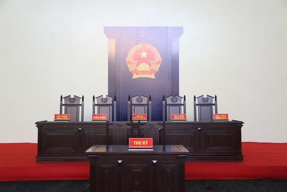 Phòng xử chứa 2.000 người cho phiên tòa 2 cựu tướng công an - Ảnh 8.