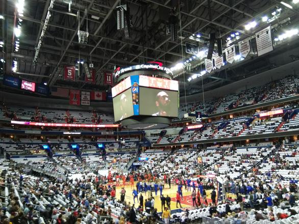 Xem bóng rổ ở Mỹ - Ảnh 1.
