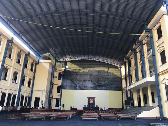 Phòng xử chứa 2.000 người cho phiên tòa 2 cựu tướng công an - Ảnh 2.