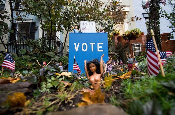 Bầu cử giữa kỳ ở Mỹ: những khoảnh khắc ấn tượng - Ảnh 8.