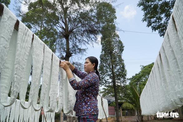 Nhộn nhịp làng dệt choàng trăm tuổi ở miền Tây - Ảnh 13.