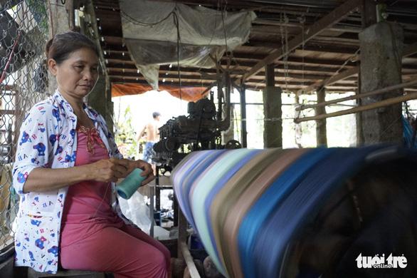 Nhộn nhịp làng dệt choàng trăm tuổi ở miền Tây - Ảnh 15.