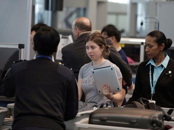 Bí quyết qua cửa an ninh sân bay nhanh và thảnh thơi nhất - Ảnh 4.
