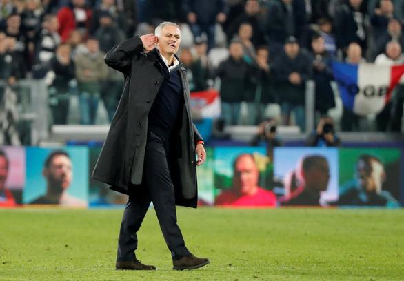 Cầu thủ Juventus điên tiết vì màn ăn mừng khiêu khích của HLV Mourinho - Ảnh 2.