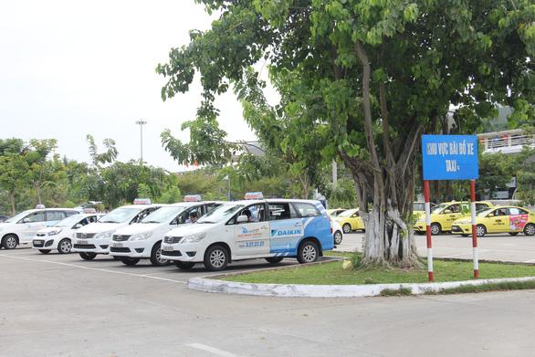 Đà Nẵng dừng hoạt động taxi, giao hàng bằng xe 2 bánh sau khi tài xế Grab mắc COVID-19 - Ảnh 1.