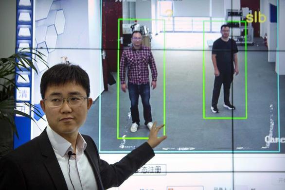 Công nghệ theo dõi của Trung Quốc chỉ cần nhìn dáng đi là biết người - Ảnh 1.