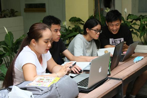 Các trường đại học dành hàng chục tỉ đồng hỗ trợ sinh viên trong dịch  - Ảnh 1.