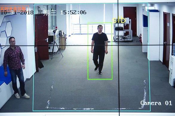 Công nghệ theo dõi của Trung Quốc chỉ cần nhìn dáng đi là biết người - Ảnh 2.