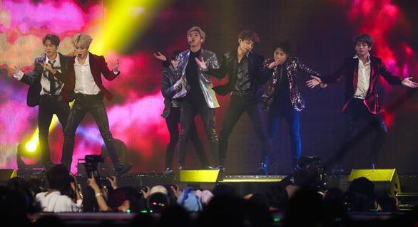 Chính trị gia Hàn Quốc muốn 'bảo bối' BTS tới Triều Tiên - Ảnh 1.