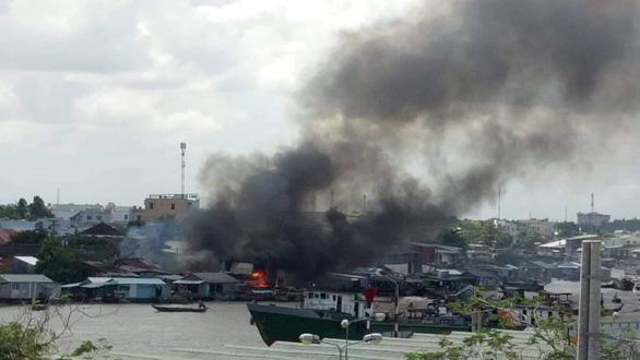 Vụ cháy cạnh chợ nổi Cái Răng: hỗ trợ 7 nhà bị cháy - Ảnh 1.