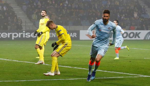 Giroud giải hạn, Chelsea vượt qua vòng bảng - Ảnh 2.