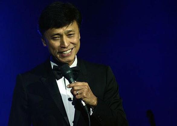 Tuấn Ngọc hát ca khúc chủ đề show thời trang Tôi đi giữa hoàng hôn - Ảnh 1.