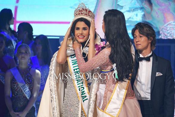 Thùy Tiên trượt top 15, Venezuela đăng quang Miss International 2018 - Ảnh 1.