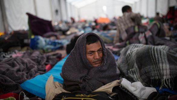 Mỹ sẽ cấm người vượt biên trái phép xin cơ chế tị nạn - Ảnh 1.