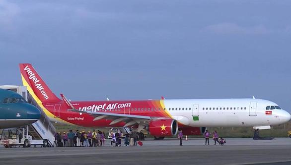 Đình chỉ tổ bay gặp sự cố tại sân bay Buôn Ma Thuột - Ảnh 1.
