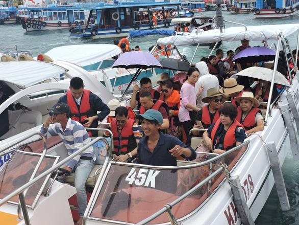 Kiến nghị vịnh Nha Trang ngưng dịch vụ nhà hàng nổi - Ảnh 1.