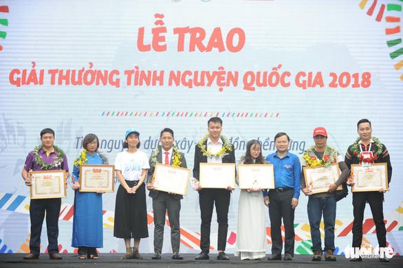 18 cá nhân, tập thể nhận giải thưởng tình nguyện quốc gia 2018 - Ảnh 3.