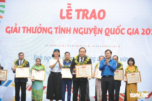 18 cá nhân, tập thể nhận giải thưởng tình nguyện quốc gia 2018 - Ảnh 1.
