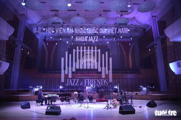 Bèo dạt mây trôi, Lý ngựa ô... lên sân khấu nhạc Jazz - Ảnh 1.