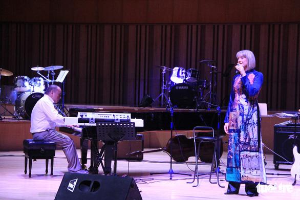 Bèo dạt mây trôi, Lý ngựa ô... lên sân khấu nhạc Jazz - Ảnh 12.