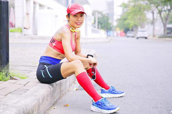 Runner Tiểu Phương hướng dẫn cách chinh phục đường đua marathon - Ảnh 1.