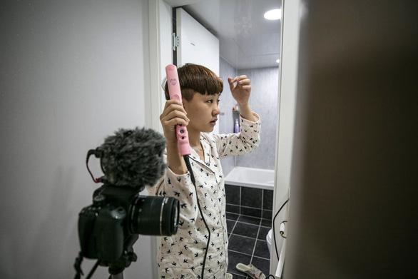 Những phụ nữ Hàn Quốc không còn muốn đẹp khắc nghiệt - Ảnh 4.