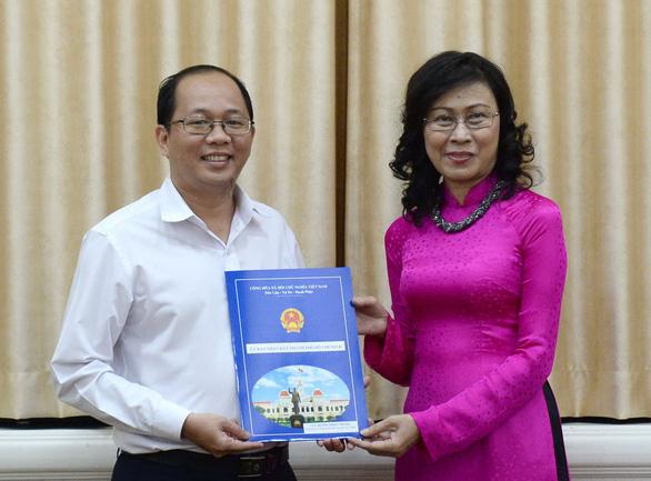 Phê chuẩn kết quả bầu chủ tịch UBND quận 1, huyện Hóc Môn - Ảnh 2.