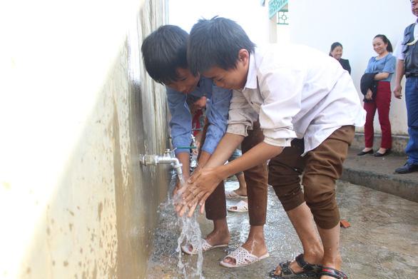 Sẻ chia nước sạch đến với học sinh Sơn La - Ảnh 6.