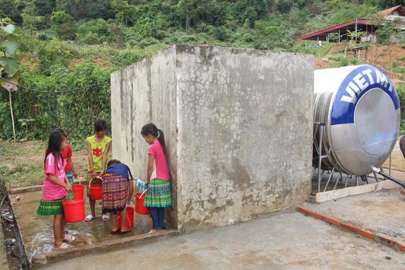 Sẻ chia nước sạch đến với học sinh Sơn La - Ảnh 8.
