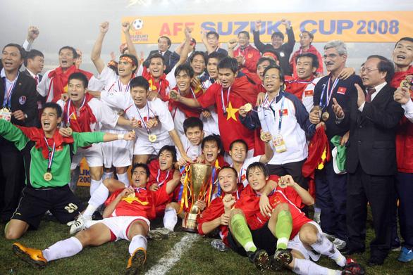 Cựu tuyển thủ Vũ Phong: Mong thần may mắn song hành với tuyển Việt Nam - Ảnh 1.