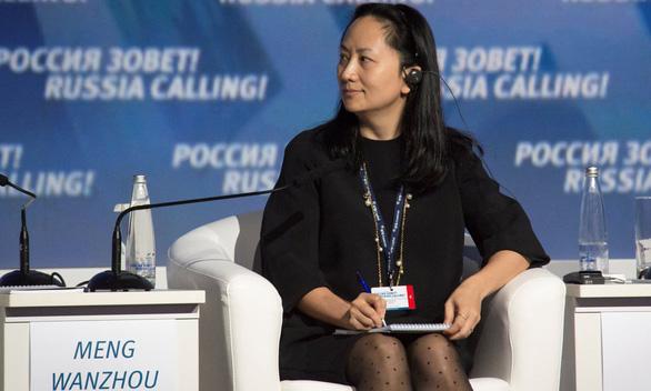 Trung Quốc triệu đại sứ Mỹ tới phản đối vụ bắt 'sếp' Huawei - Ảnh 1.