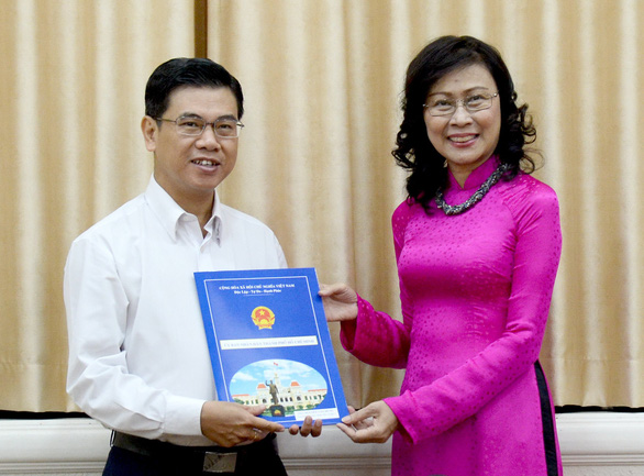 Phê chuẩn kết quả bầu chủ tịch UBND quận 1, huyện Hóc Môn - Ảnh 1.