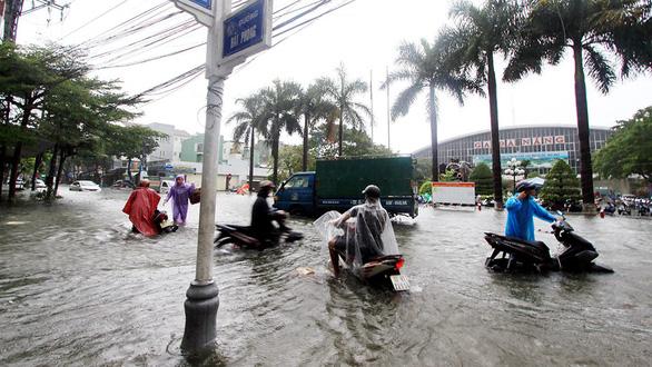 Cứ mưa là ngập, các đô thị lớn phải xem lại quy hoạch - Ảnh 1.