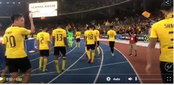 Tuyển Malaysia mừng như vô địch sau trận hòa 2-2 trước Việt Nam - Ảnh 2.
