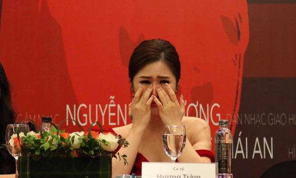 Hương Tràm khóc nghẹn nghe cha nói trong họp báo live show - Ảnh 4.