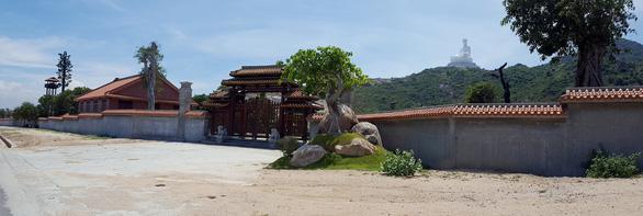 Khám xét các nơi ở của ông Trần Bắc Hà tại Bình Định - Ảnh 3.