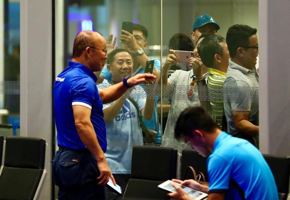 HLV Park Hang Seo và tuyển Việt Nam lạc quan ngày về - Ảnh 7.