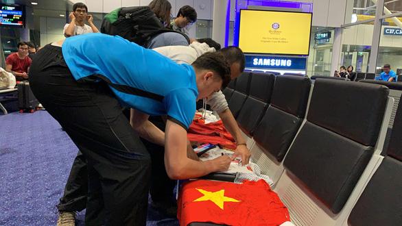 HLV Park Hang Seo và tuyển Việt Nam lạc quan ngày về - Ảnh 8.