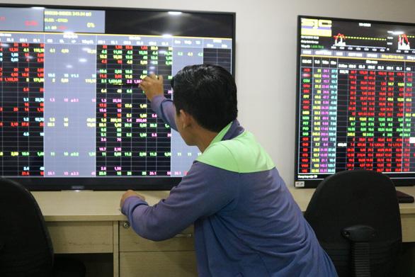 Cổ phiếu Vingroup tăng mạnh sau khi tập đoàn Hàn Quốc chi 1 tỉ USD mua cổ phần - Ảnh 1.