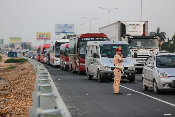 Không để ùn tắc giao thông kéo dài trong dịp Tết - Ảnh 1.