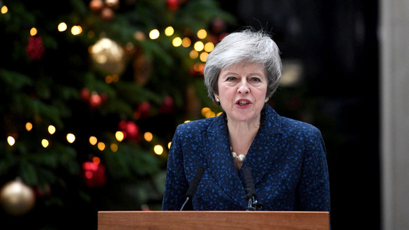 Phe phản đối hoãn binh, bà Theresa May tạm thoát nạn - Ảnh 1.